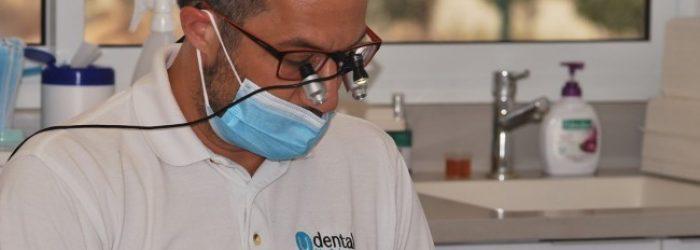 """ד""""ר אילן פרייס בטיפול שיניים"""